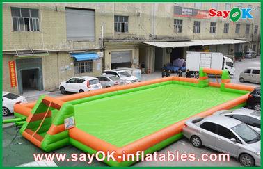 China 0,55 aufblasbare Sportspiel-tragbarer Fußballplatz/Fußballplatz PVCs fournisseur
