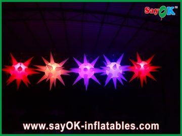 Vielseitiges Bühnenbild führte das Beleuchten des aufblasbaren Sternes für Ereignis, Rot/Blau